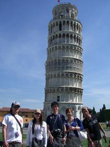 ピサの斜塔、本当に傾いてました。